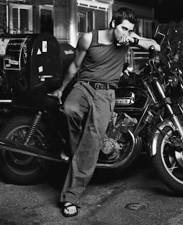 Pés masculinos famosos - Jake Gyllenhaal in sandals