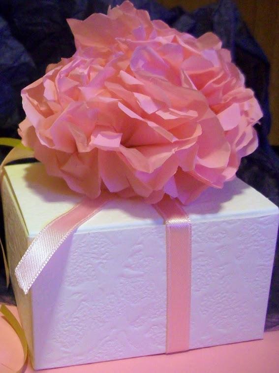 Scatole per bomboniere decorate con fiori Azalee fatte a mano