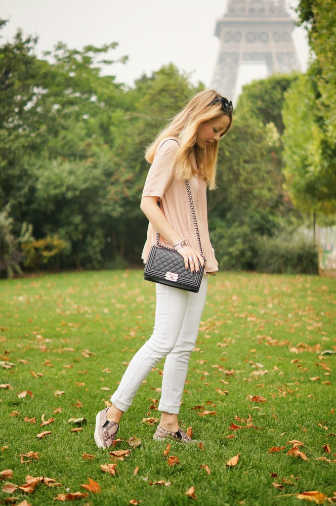 white jeans, nude, slipons, zara, chanel, chanel boy, cos, chic, paris, parisienne, streetstyle, eiffel tower, topshop