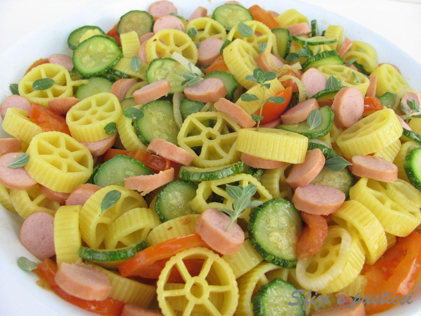 Molto Sfizi e pasticci: Ruote con wurstel e verdure XN45