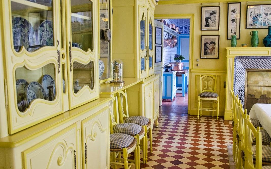 Giverny  - maison de Monet - salle à manger jaune