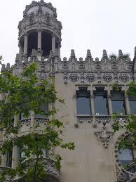 el arquitecto oscar tusquets a mediados de los aos ochenta del siglo xx se encarg de la restauacin del edificioque haba sufrido grandes destrozos de