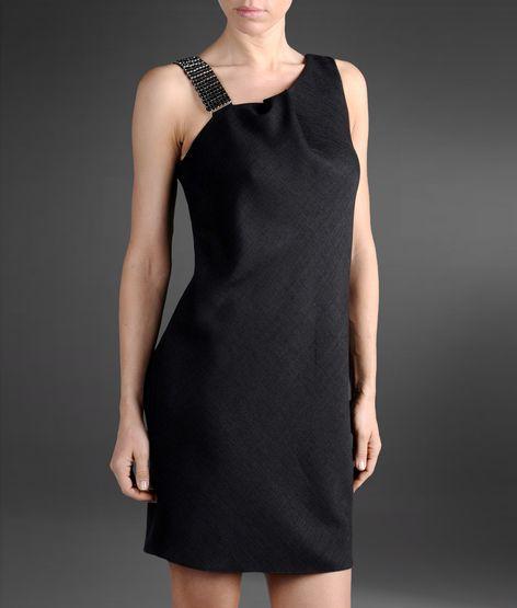 omuzu taşlı siyah gece elbisesi