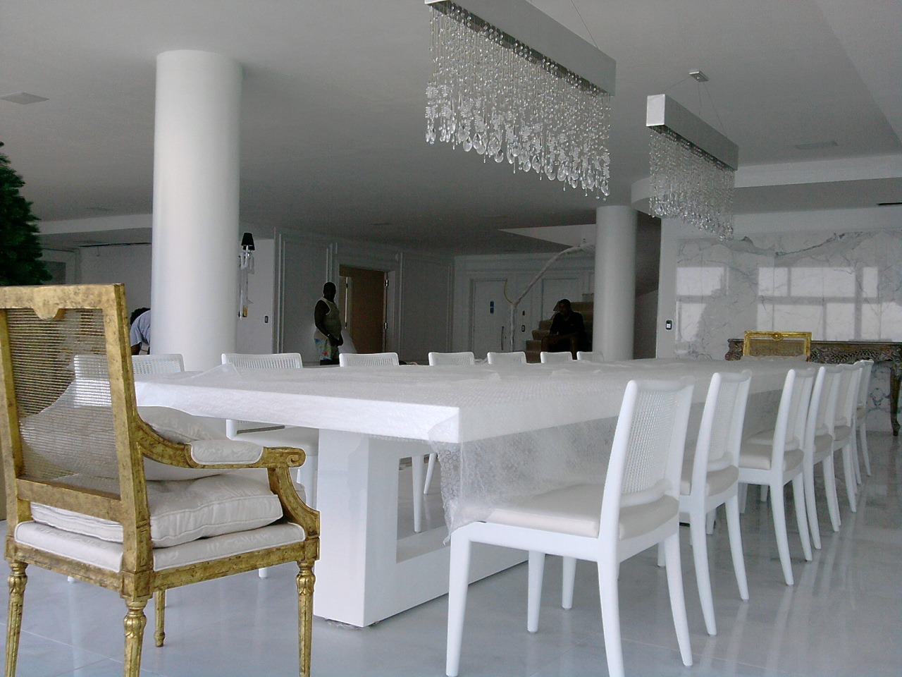 Moveis para salas de jantar luxuosas moveis de luxo for Aparadores altos modernos