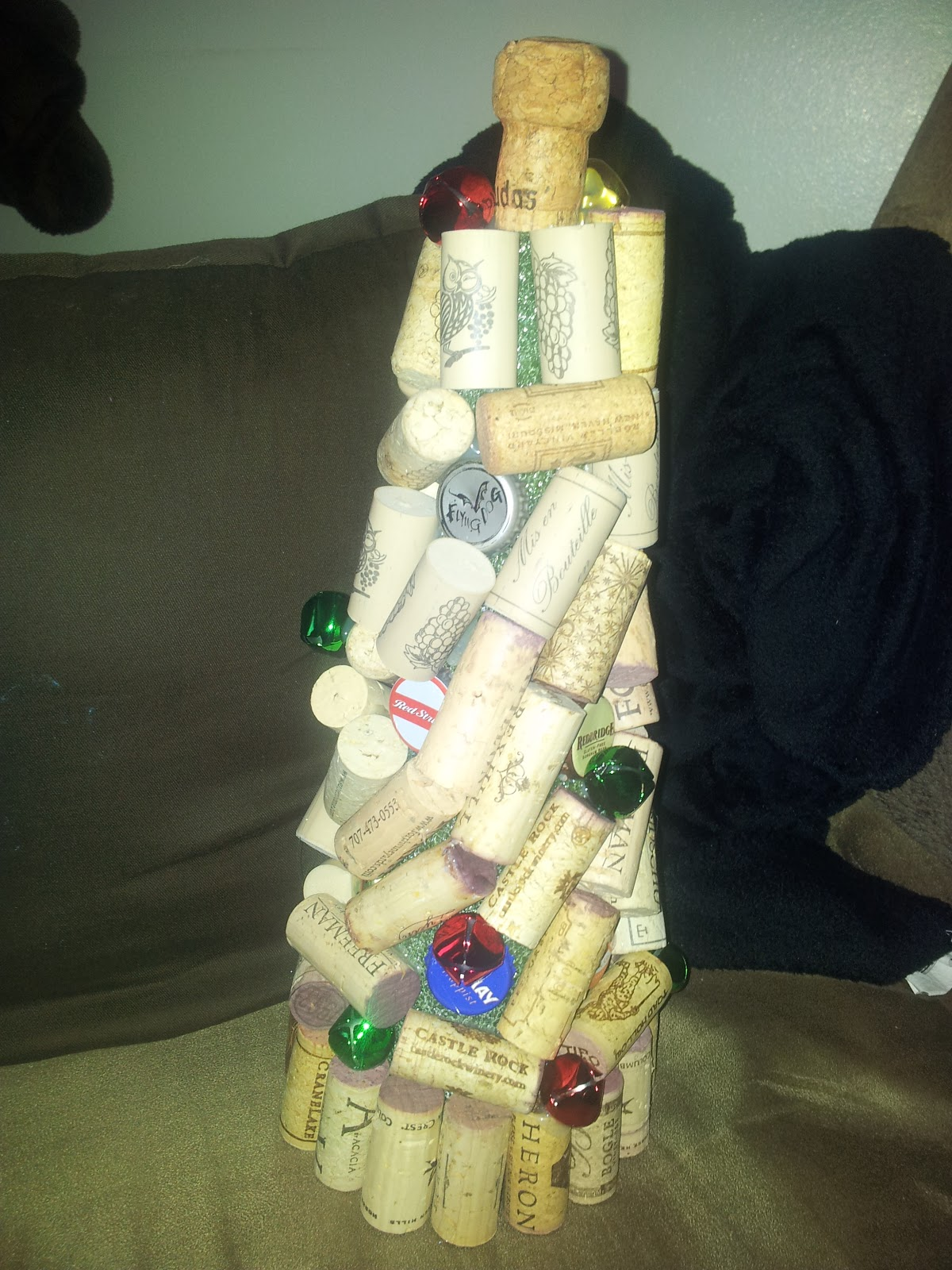 Creative trista things to do with corks for Cool things to do with wine corks
