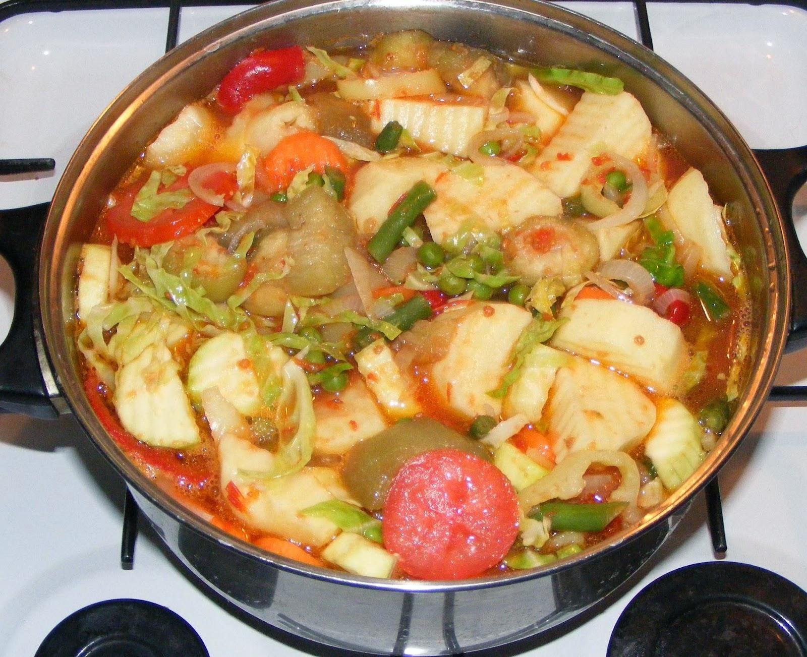ghiveci, ghiveci de legume, ghiveci la cuptor, ghiveci de legume la cuptor, ghiveci de post, retete de post, mancaruri de post, retete culinare, preparate culinare, retete de mancare, retete cu legume, ghiveci legume, retete ghiveci, reteta ghiveci, ghiveci calugaresc,