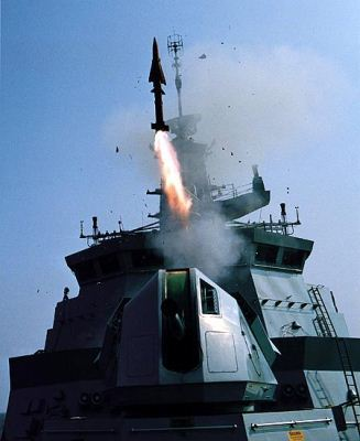 Nakhoda Ragam Class menembakkan rudal Seawolf
