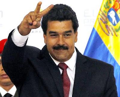 Nicolás Maduro saludando a su estilo