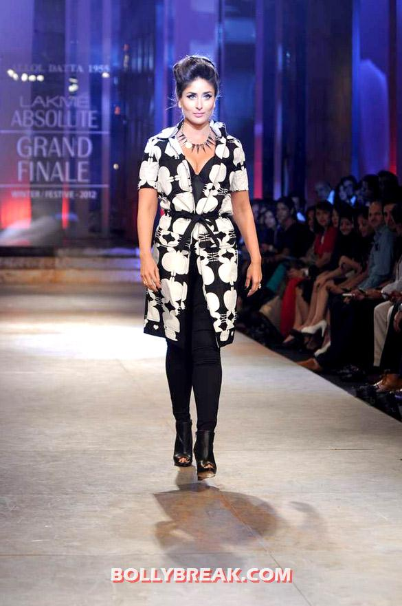 Kareena Kapoor - (10) - Kareena Kapoor walks at Lakme Fashion Week 2012 grand finale