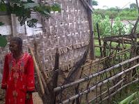 Nenek Penjual Brayo yang Bertahan Hidup di Bantaran Sungai Tayu