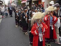 清明祭の鼓笛隊