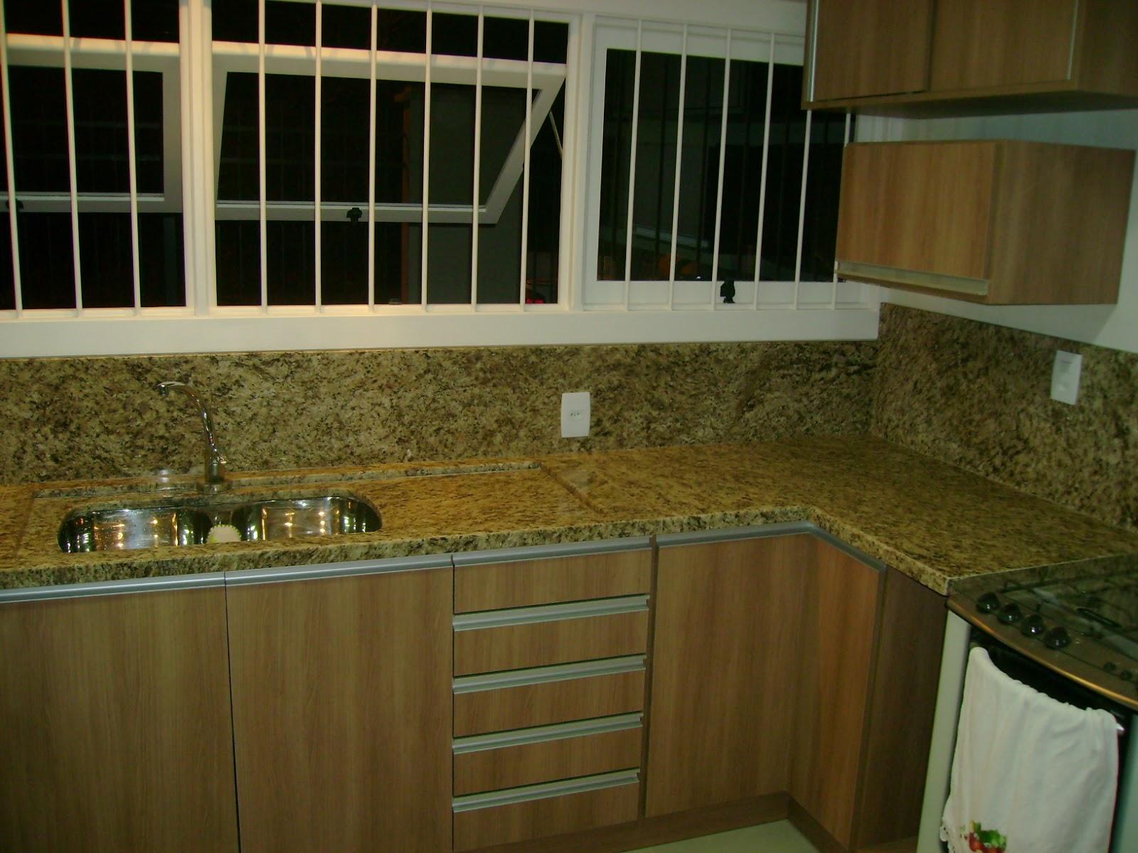 GRANITO ORNAMENTAL ESCURO ORNAMENTAL CLARO E BRANCO FORTALEZA #997C32 1600x1200 Banheiro Com Granito Ornamental