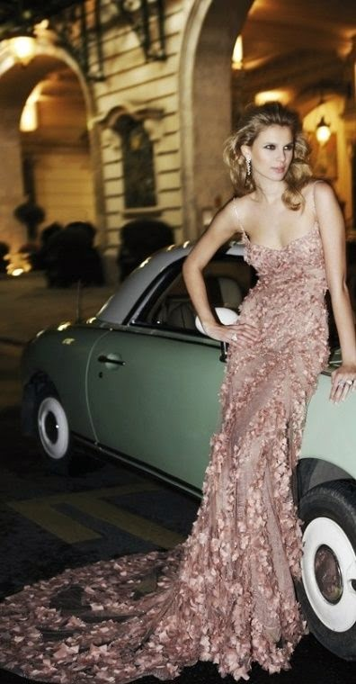 Sexiest Women Models on Car