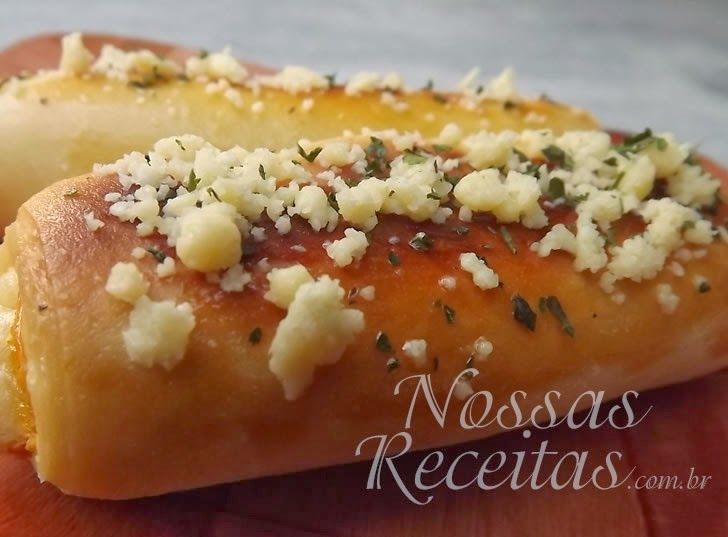 Receita de salgadinho preparado com massa amanteigada de pão e queijo