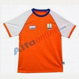 Belanja baju sepak bola di Alfamart