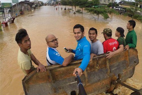Gambar Selfie Fizo Omar Ketika Banjir Dikecam Peminat