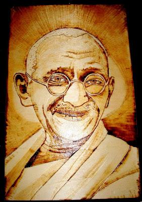 Gandhi em pirogravura