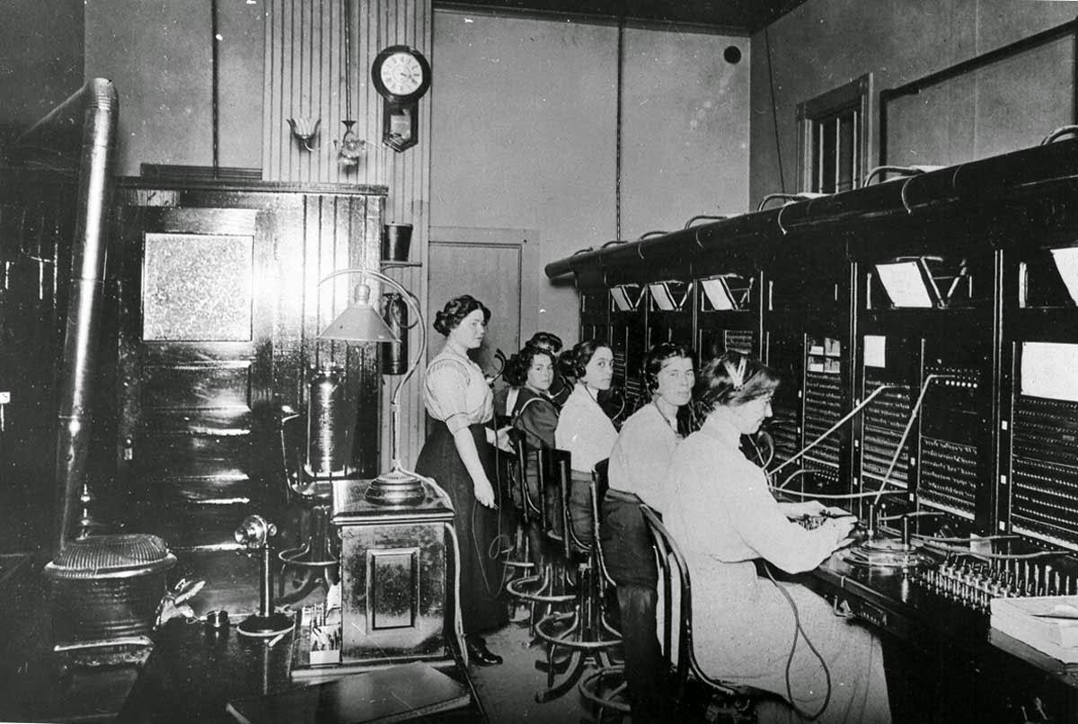 20 Vintage Photos Of Women Telephone Operators At Work Vintage Everyday