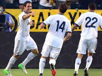 Higuain celebrates his goal with Alonso and Di Maria