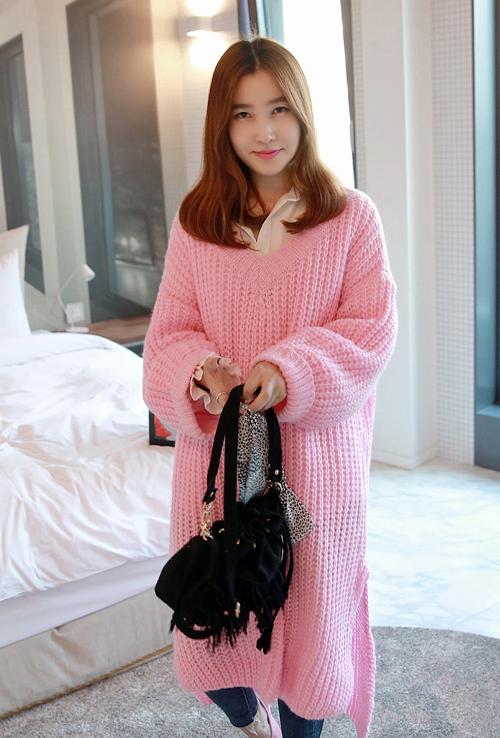 Long Knit V-Neck Pullover
