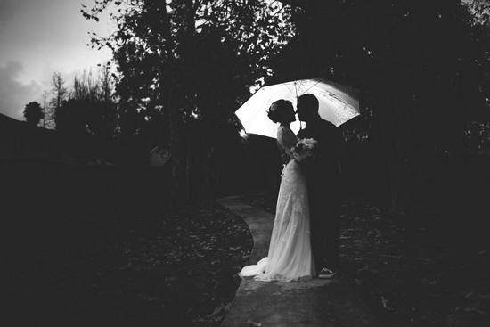 Matrimonio sotto la pioggia tra romanticismo e magia for Sotto la pioggia ombrelli