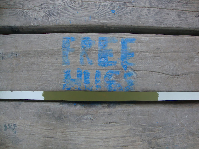 [ free hugs ]
