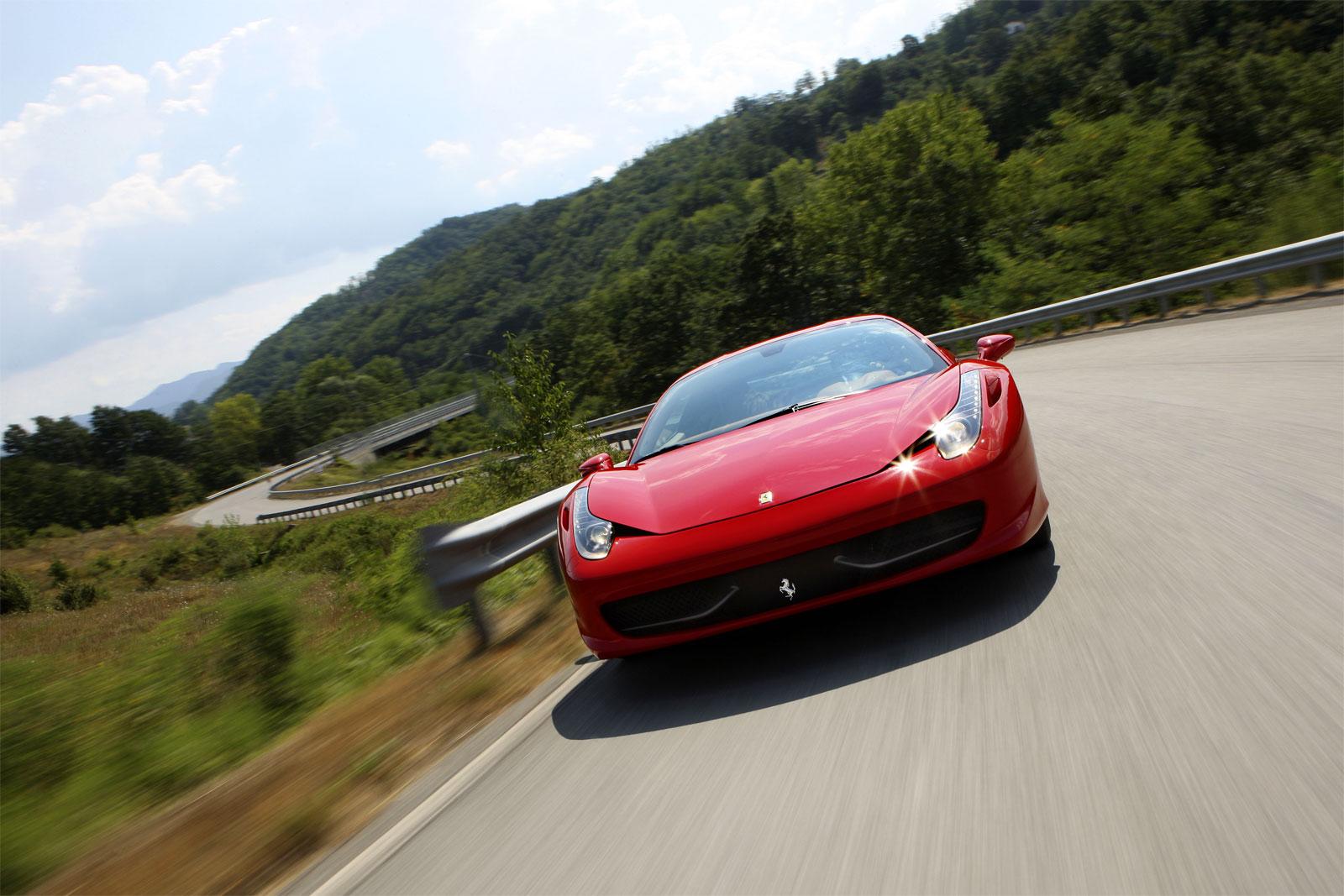 http://3.bp.blogspot.com/-5iblZPwd7bk/T-CKd84TWxI/AAAAAAAADfM/KdkEgyJDFuc/s1600/Ferrari+458+Italia+hd+Wallpapers+2011_3.jpg