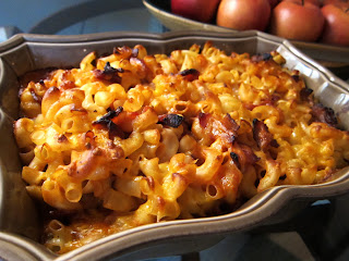 Macaroni and cheese casserole with bacon