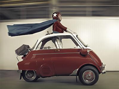 abuela con poderes en su auto