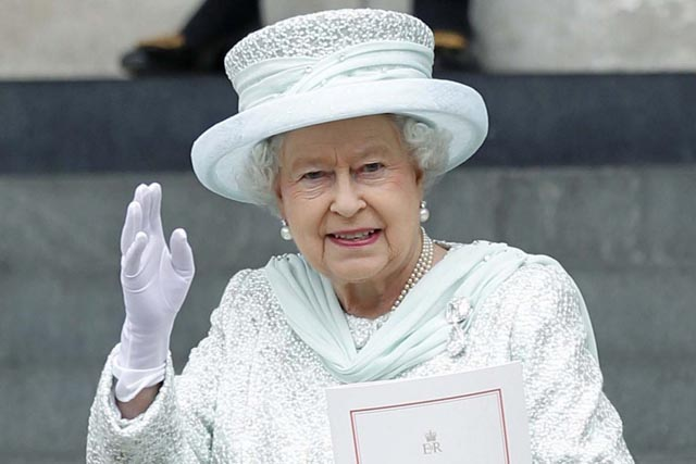 Here Are 23 Facts About Left-Handed People That You Didn't Know About. The Last One Surprised Me. - The British Royal Family have some lefties: the Queen's Mother, Queen Elizabeth II, Prince Charles, and Prince William.