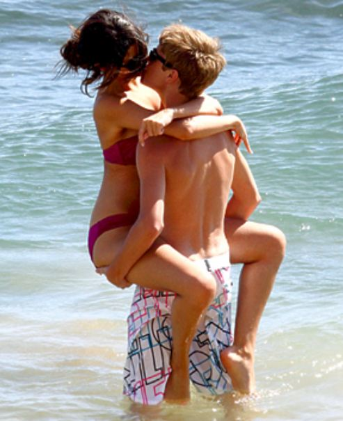 selena gomez and justin bieber kissing in hawaii. girlfriend Justin Bieber and