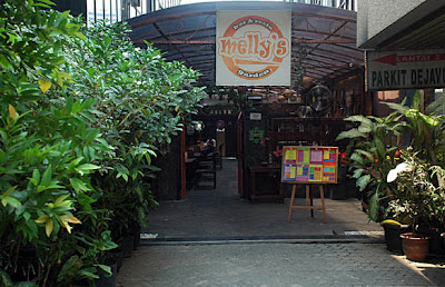 Melly's Garden Bar & Resto