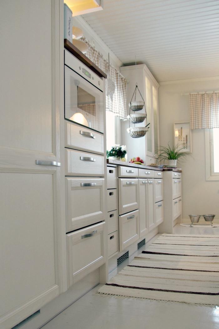 Tarja's Snowland Rintamamiestalon uusi ja valoisa keittiö