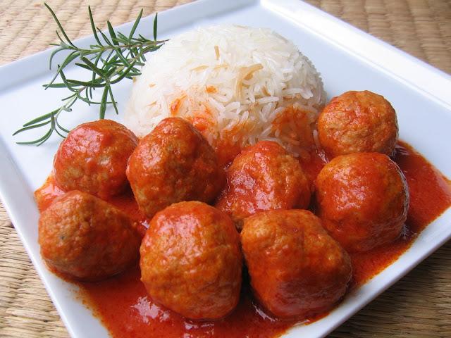 Yasemin's Kitchen: Meatballs in Tomato Sauce – Salçalı Köfte