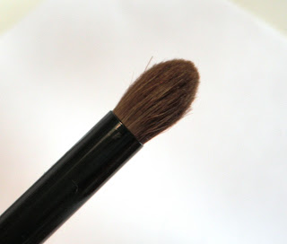 Round Eyeshadow / Blending Brush.