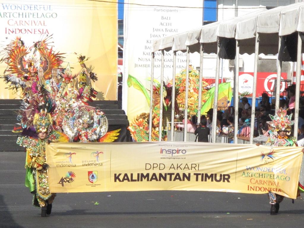 Kalimantan Timur. Dibuka dengan tarian-tarian khas Kalimantan Timur ...