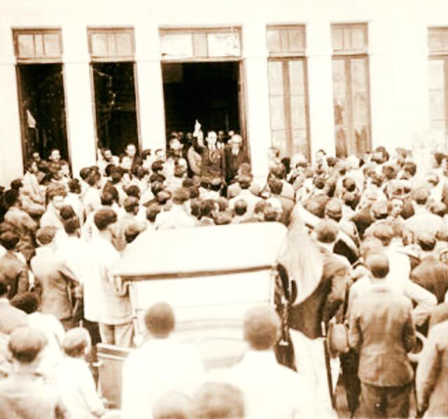 José Bonifácio na porta do Forum Mendes Pimentel de Barbacena MG