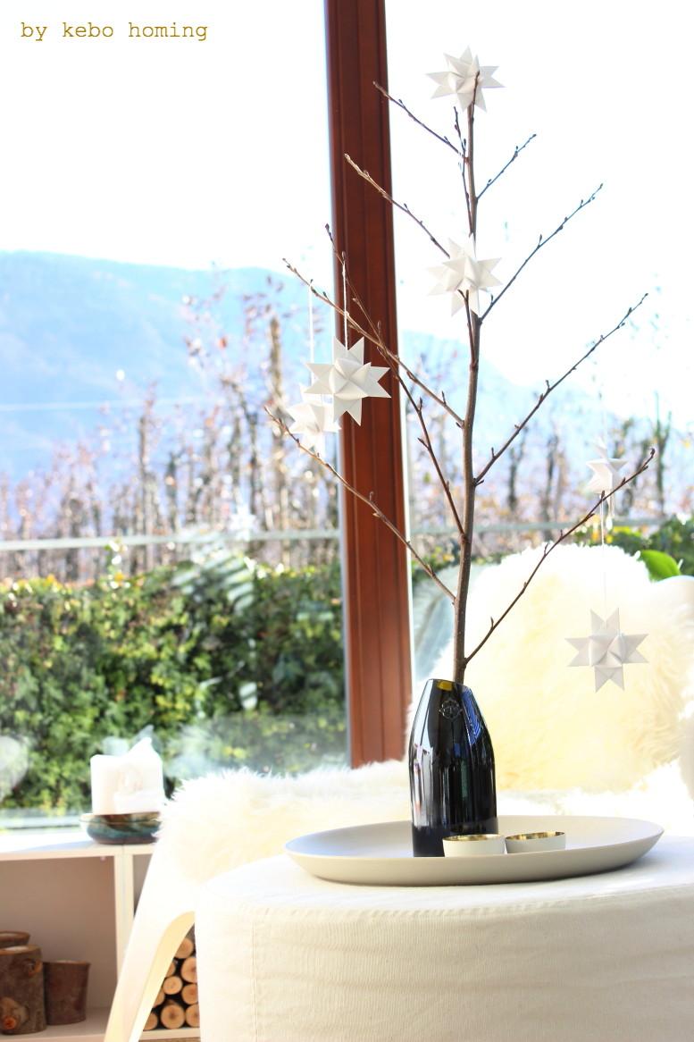Adventsdekoration mit Fröbelsternen, ganz schlicht und mit viel Weiß und wenig Goldakzenten beim Südtiroler Lifestyleblog kebo homing