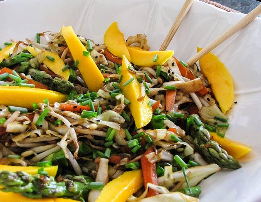 Salada Oriental com Óleo de Gergelim (vegana)