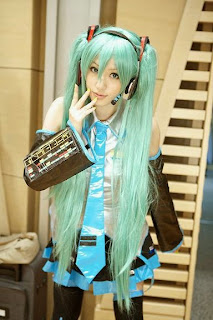 Vocaloid Hatsune Miku cosplay by Saya