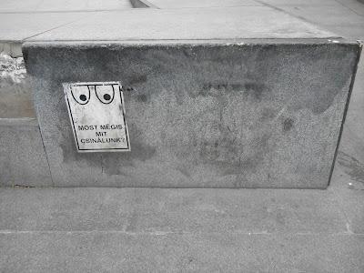 Budapest, Gödör, Akvárium, plakát, Kétfarkú Kutya Párt, street art
