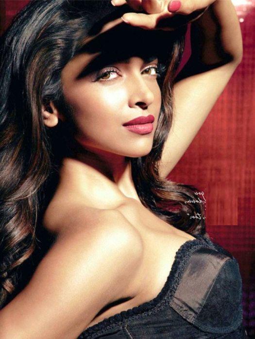 Naked Hot Deepika Padukone Bikini In Katrina Kaif Priyanka Chopra