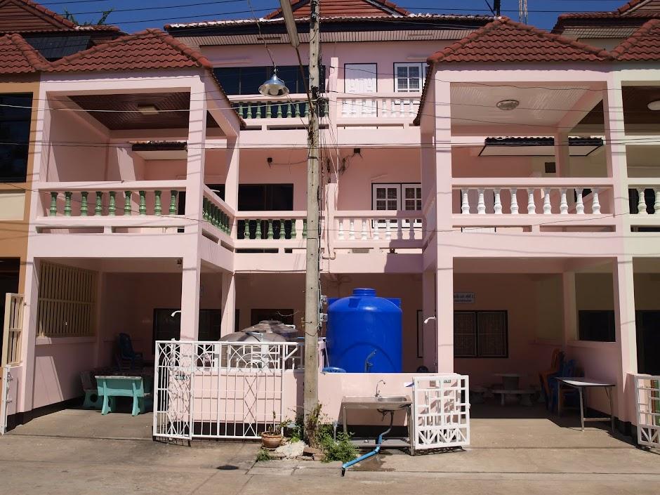 ที่พักชะอำหมู่คณะ ติดทะเล ราคาถูก ฟรีคาราโอเกะ ทำครัวปิ้งย่าง 092 416660