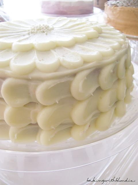 Cake Decorating Cream Cheese Icing Recipe : Baking with Blondie : Almond Infused Cream Cheese Frosting