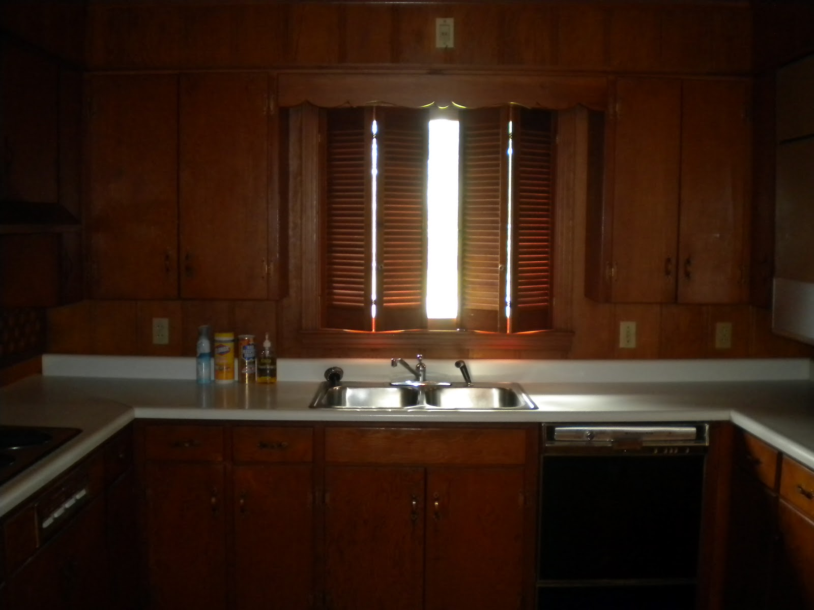 White Shaker Cabinets with Oil Rubbed Bronze Hardware