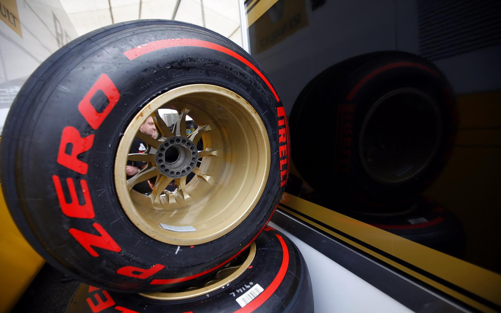 http://3.bp.blogspot.com/-5kz1tlInMF0/TjQ3MQGbOZI/AAAAAAAAD2U/amzjBkNNEms/s1600/Pirelli%2Btyres.jpg
