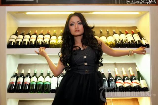 siti badriah hot 03 Skandal Foto Mesum Penyanyi Dangdut Siti Badriah