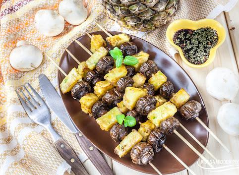Szaszłyki z pieczarkami po tajsku i ananasem