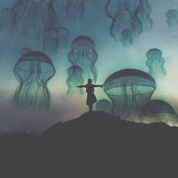 ·A veces el mundo no es más grande que el cuerpo de la persona que amas·