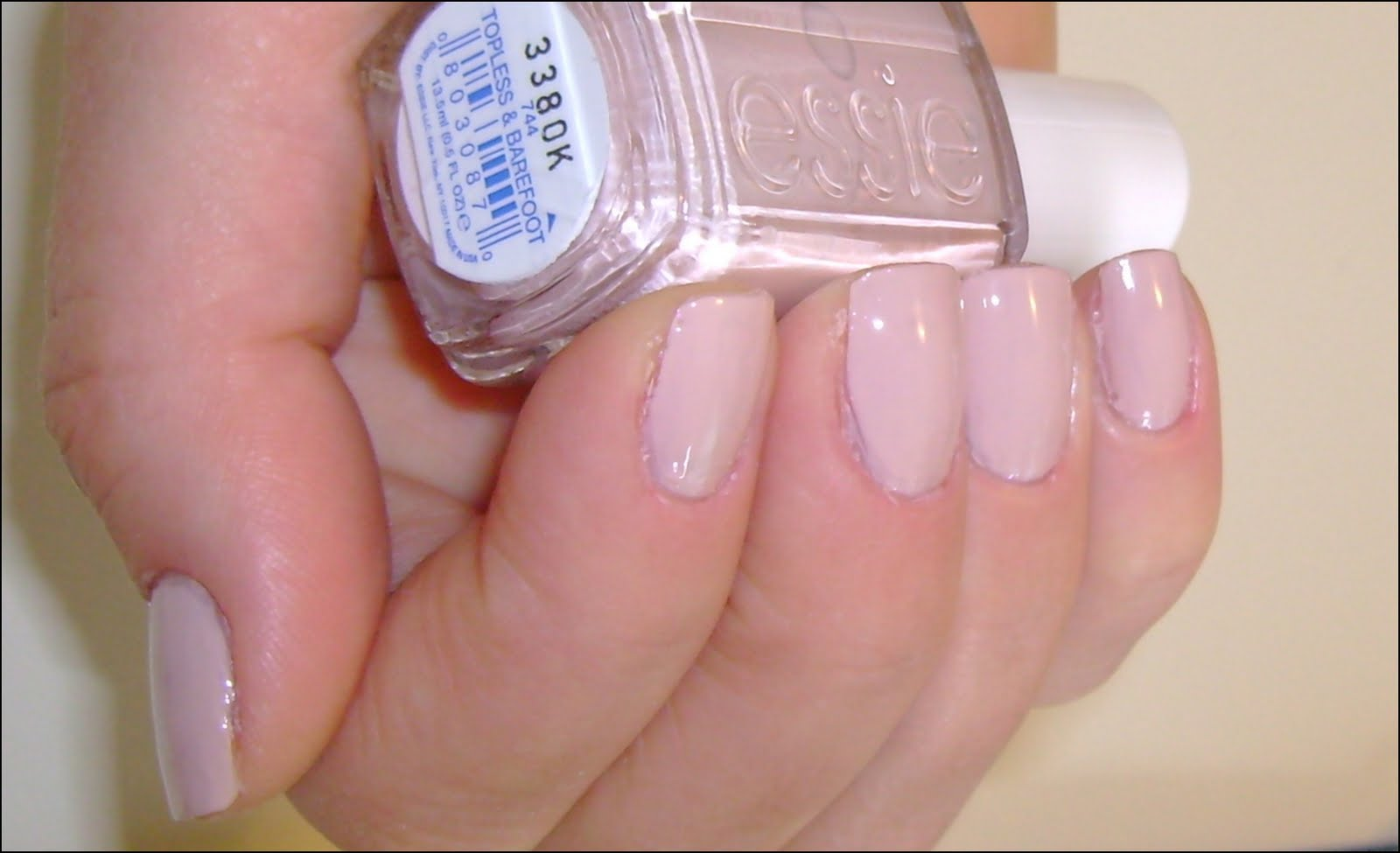 nail polish review: Essie Toppless&Barefoot